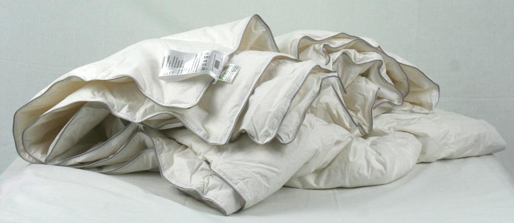 результат неправильного ухода за одеялом